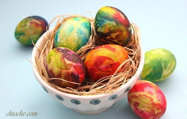 رنگ کردن تخم مرغ سفره هفت سین با رنگ غذا