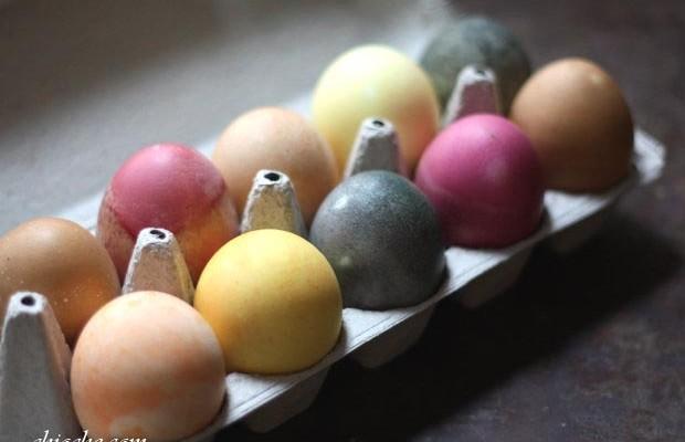 رنگ کردن تخم مرغ سفره هفت سین با استفاده از مواد طبیعی