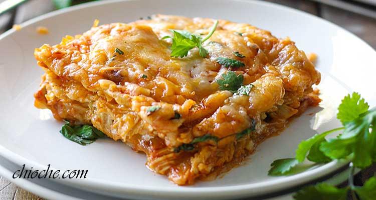 انچیلادای مرغ به روش پخت مدل کاسرول – نوعی غذای مکزیکی