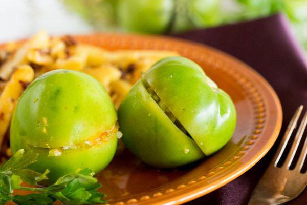 ترشی شور گوجه فرنگی سبز شکم پر