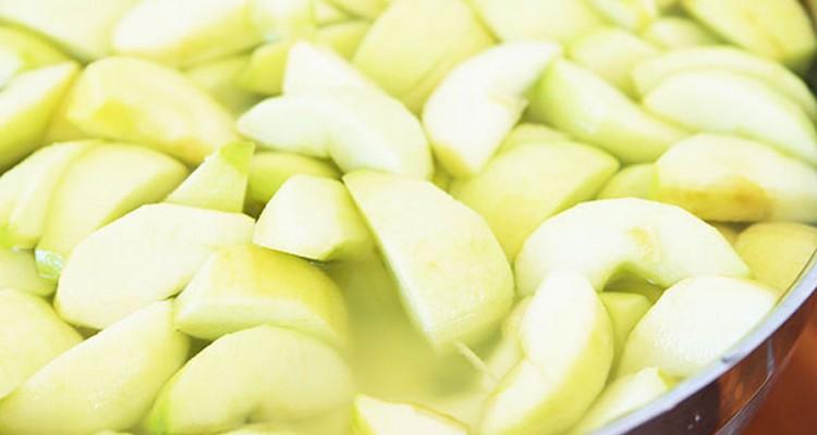 روشی بری جلوگیری از تغییر رنگ و قهوه ای شدن سیب پوست کنده شده