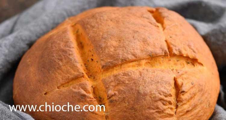 طرز تهیه نان گوجه فرنگی و ریحان